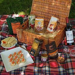 Create the Perfect Picnic with a Summer Hamper