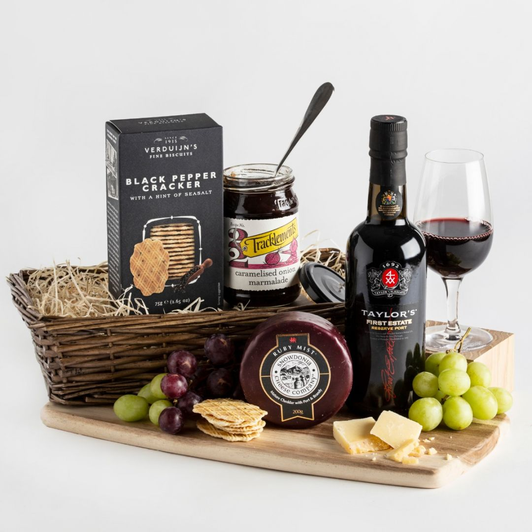 Treat your mum to a special Mother's Day in 2021. Hampers.com